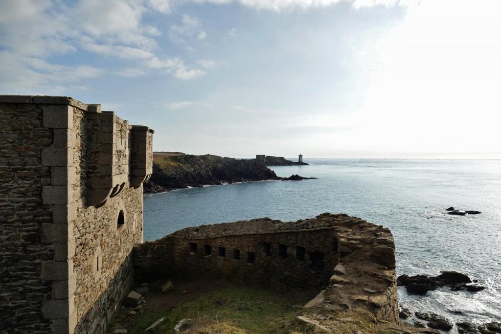 Fort Vauban sull'Isoletta Vauban con il faro di Le Conquet all'orizzonte