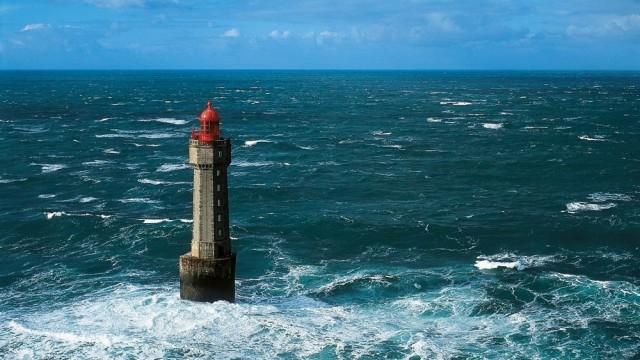 Vue aérienne, phare de la Jument photothèque CRT Bretagne