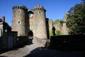 LE GAL Yannick - Vue sur les tours des remparts de Chateaubriant Cite d'Art.